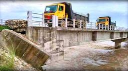 कैलाली र बर्दिया जोड्ने सत्ती पुलबाट आवागमन बन्द