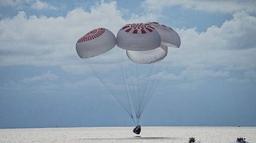 तीन दिन अन्तरिक्षमा घुमेर यी चार जना यसरी अवतरण गरे एटलान्टिक महासागरमा (भिडिओ)