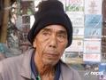 पत्रिका बेच्दाबेच्दै सडकमा पुगेका ठकुरी भन्छन्ः दसैँ रमाइलो हुन परिवार सँगै हुनुपर्छ