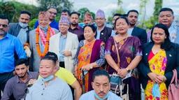नयाँ पार्टी गठनपछि माधव नेपाल पहिलोपटक पोखरामा, केपी ओलीलाई जस्तै स्वागत