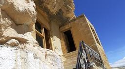 दसैं भुलाउने गुफा गेस्ट हाउस (तस्बिरहरूसहित)